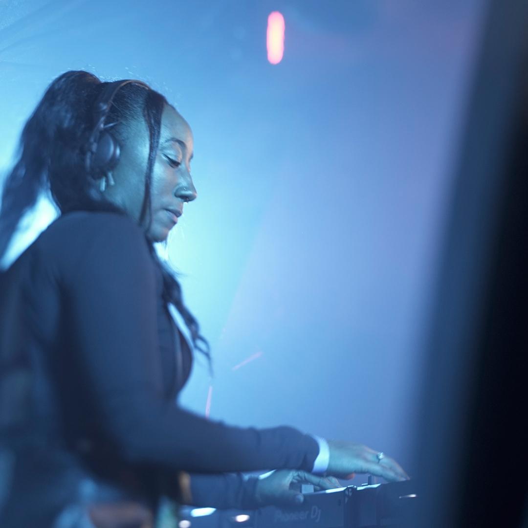 Jamz Supernova DJing live