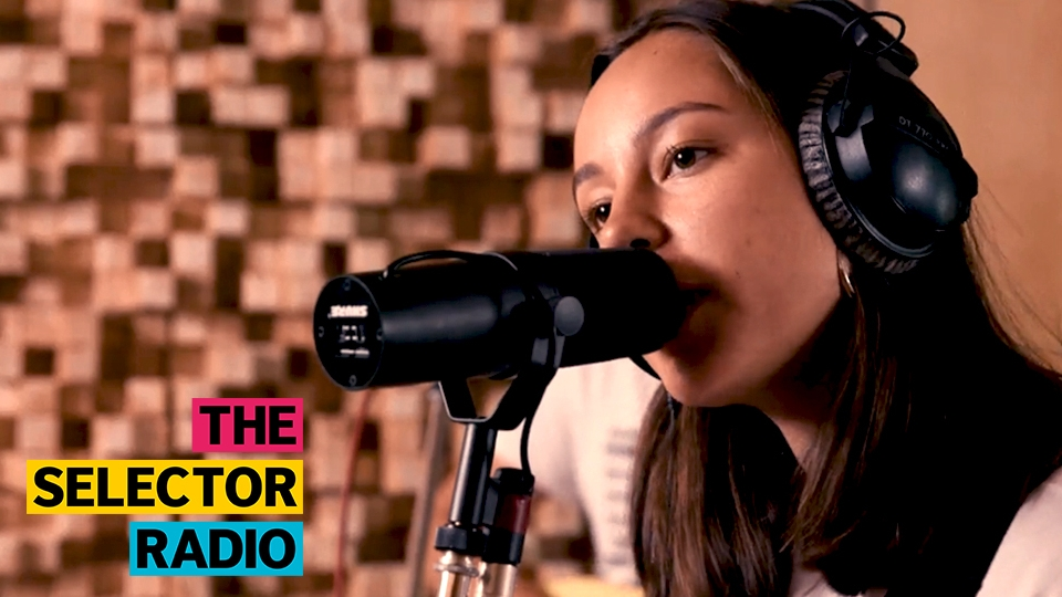 Esme sings for Halifax's The Orielles as they play tracks from Silver Dollar Moment