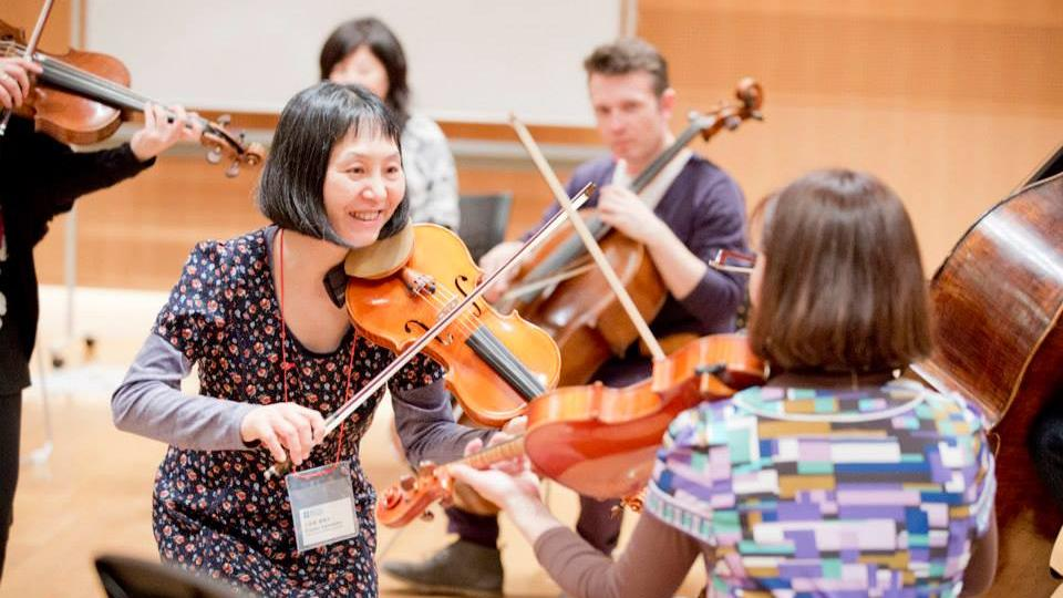 Japanese violinist teaches other musicians